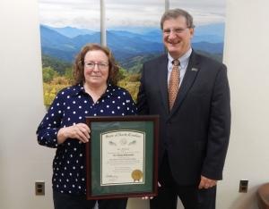 Donna Breitenstein receiving award